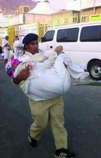 بطل من أبطال السعودية ينقذ إمرأة من الجزائر!!!!