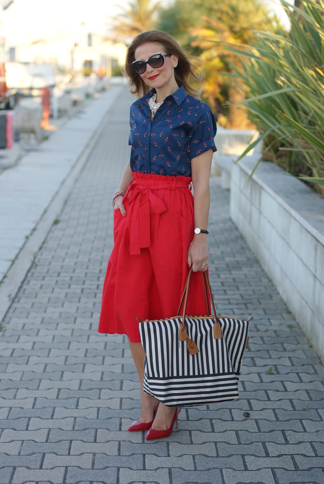 Roberta Pieri striped Robertina bag and Asos red midi skirt on Fashion and Cookies fashion blog for a perfect summer style look