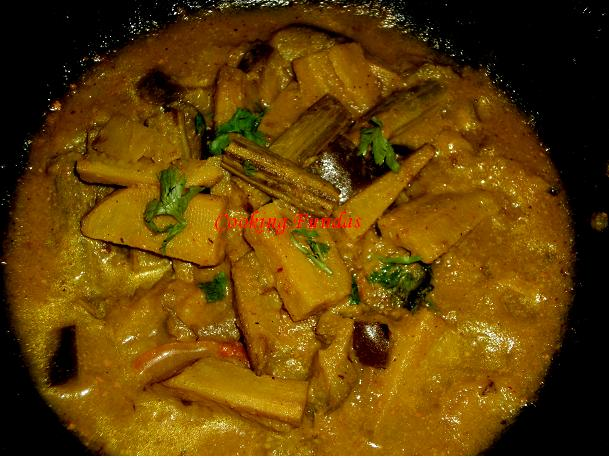 how to cook banana curry