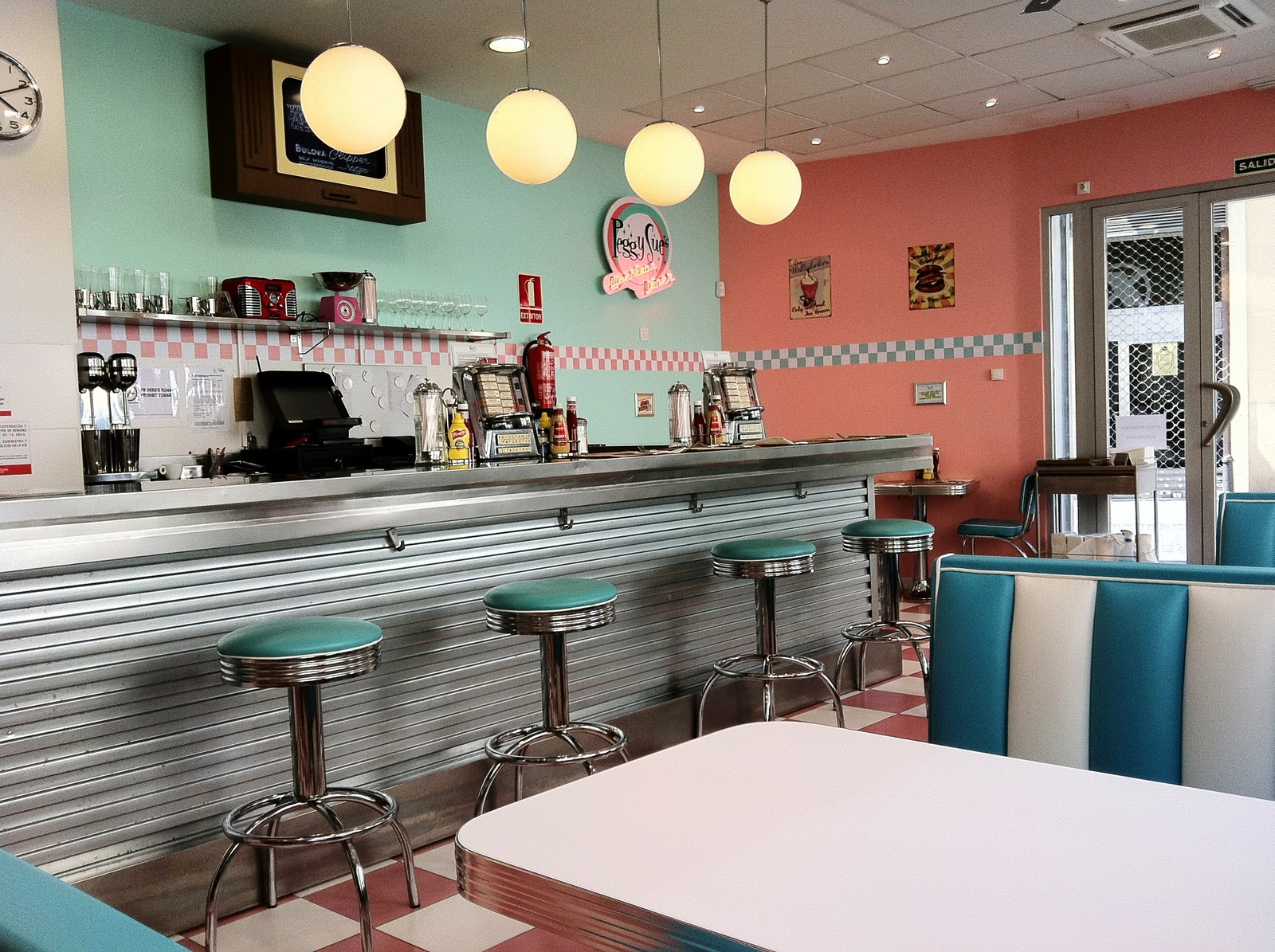 50 39 s american diner on pinterest diners 50s diner and retro for Decoration americaine annees 50