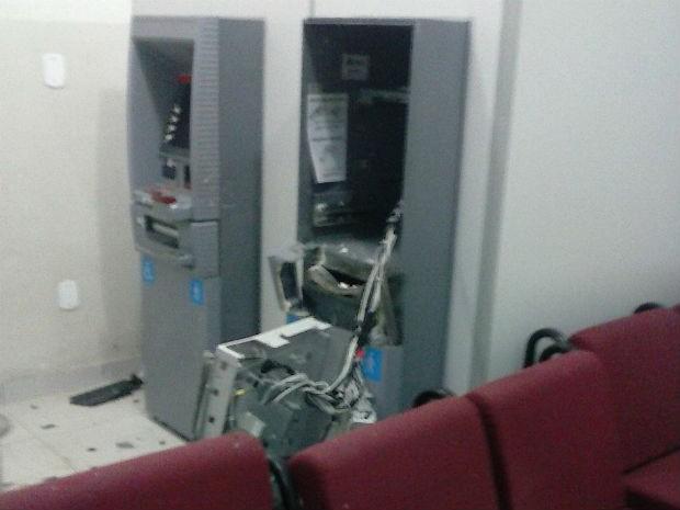 Caixa eletrônico é explodido em Cabaceiras do Paraguaçu  (Foto: Leandro Alves / PortalBahiaNews.Com)