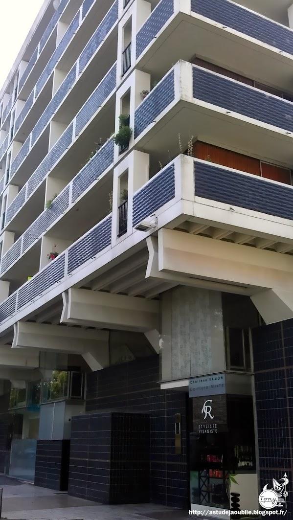 Lille - Résidence du Beffroi - Quartier Saint-Sauveur  Architectes: Jean Willerval, André Lagarde, Pierre Rignol Construction: 1962 - 1965
