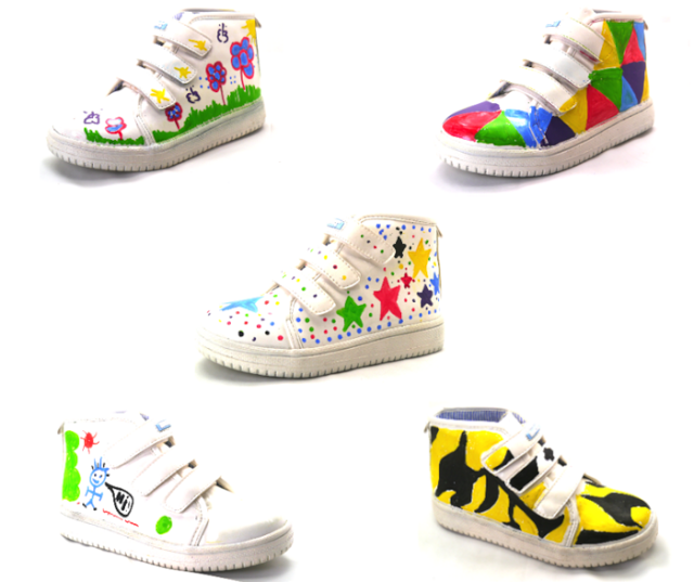 MONKIES DRAWING SHOES