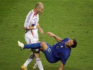 foto patung tandukan Zidane