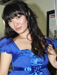 Zaskia Goyang Itik Profil Biodata Foto