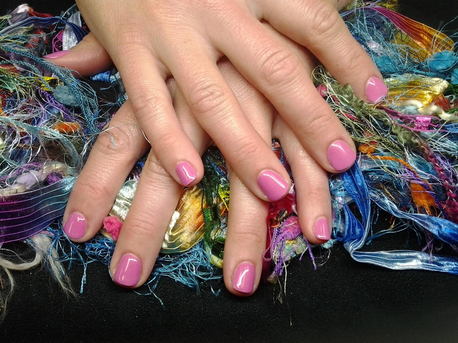Vicki Jensen: United Nails Evolve Gel Polish