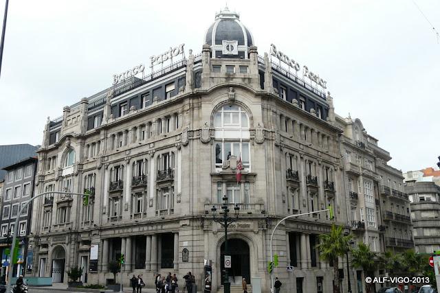 Alf esculturas y monumentos edificio banco pastor for Oficinas banco pastor vigo