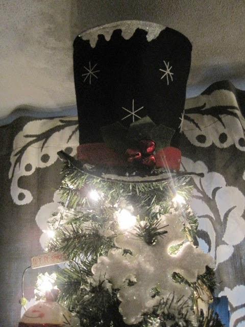 I Love My Top Hat Tree Topper On This One I Bought It On Clearance At Cracker Barrel A Couple Years Ago In Hopes That It Would Eventually Adorn My Snowman