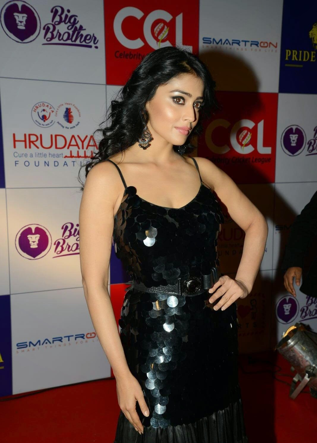 Shriya Saran Super Sexy Cleavage Show In a Black Dress At CCL 100 Hearts Fund Raising Event In Hyderabad ❤ ❤  ❤