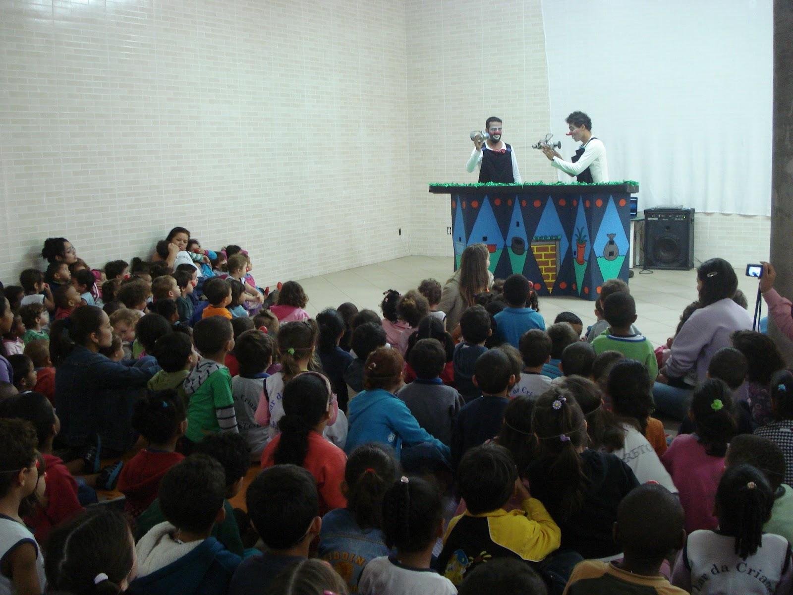 Projeto para obter patrocínio coletivo (crowdfunding) para o espetáculo Ô de casa!, através do www.coletividade.com.vc