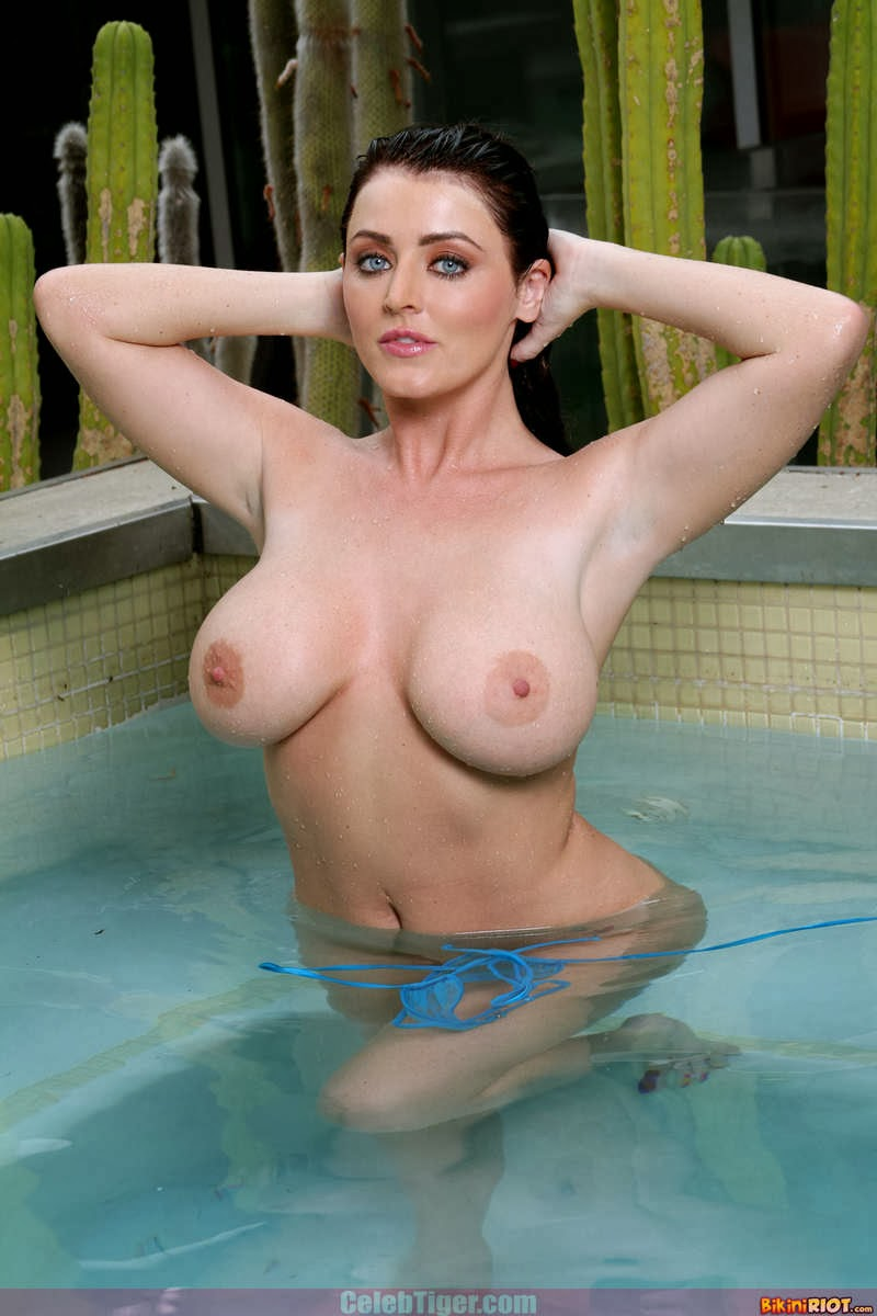 Busty+Babe+Sophie+Dee+Wet+In+Pool+Taking+Off+Her+Blue+Bikini+Posing+Naked www.CelebTiger.com 71 Busty Babe Sophie Dee Wet In Pool Taking Off Her Blue Bikini Posing Naked HQ Photos
