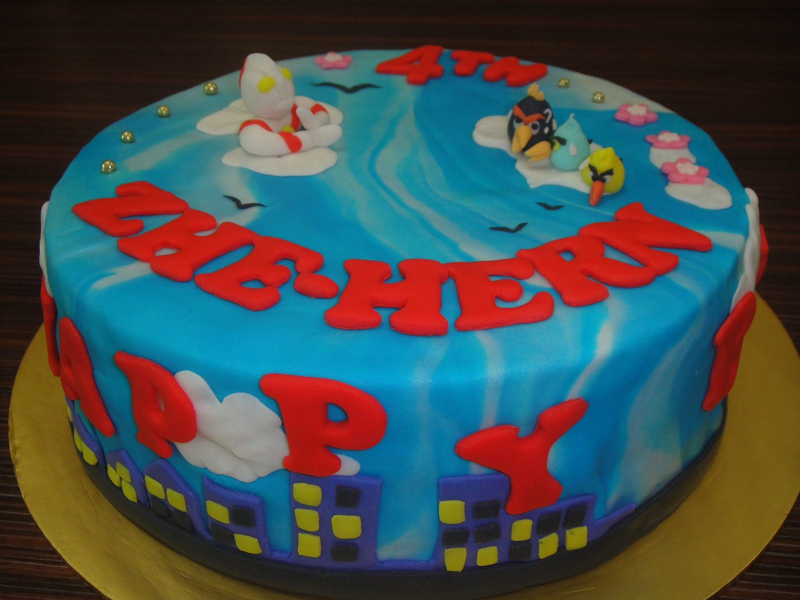 YESHomemadeBakery Ultraman Angry Birds Fondant Birthday Cake