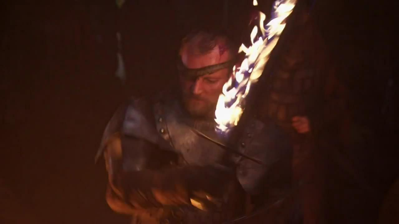 Richard Dormer como Beric Dondarrion, otro orgullos portador de una espada en llamas que hay que apagar antes de envainar...
