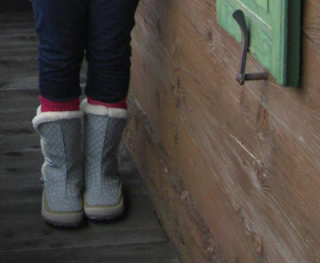 Winter apres-ski snow boots for women - stylish and warm. Merell and Sorel