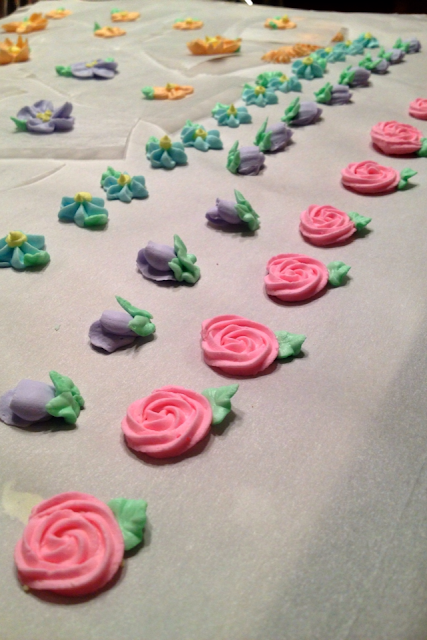 royal icing flowers piped frosting