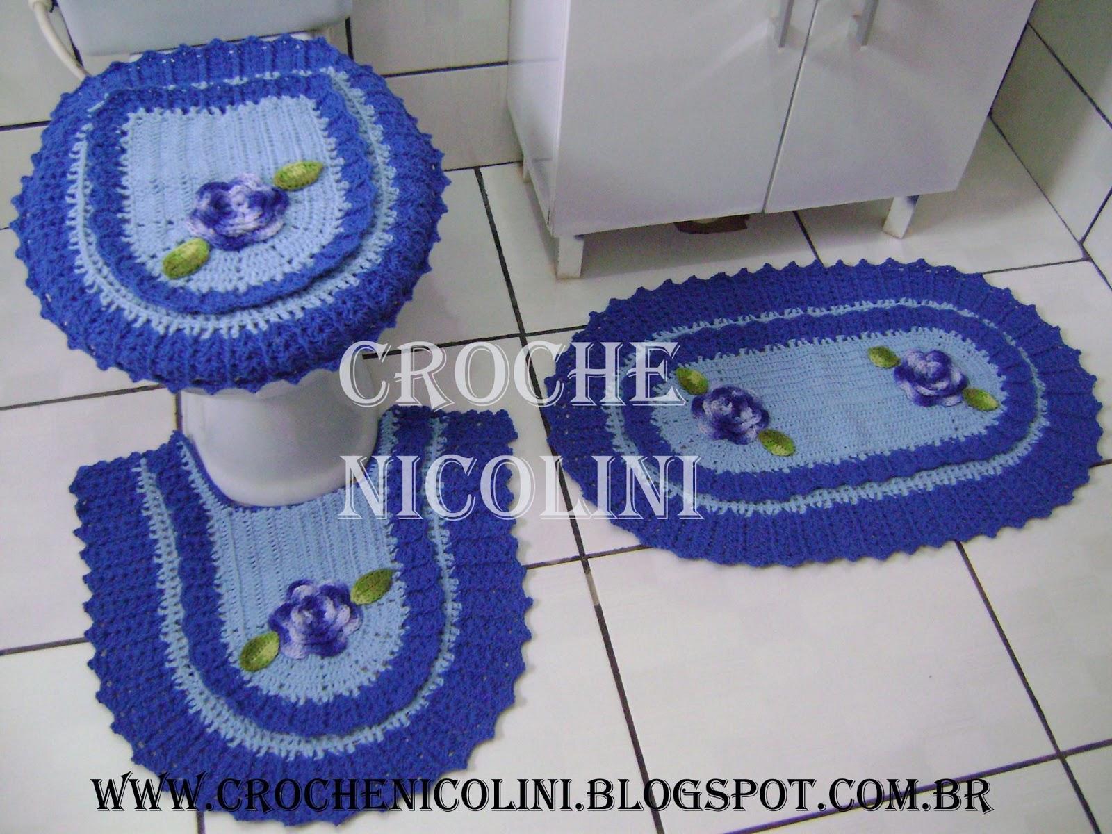 Jogo de banheiro 3 peças nas cores azul com flor aplicada. #2F459C 1600x1200 Banheiro Azul E Marrom