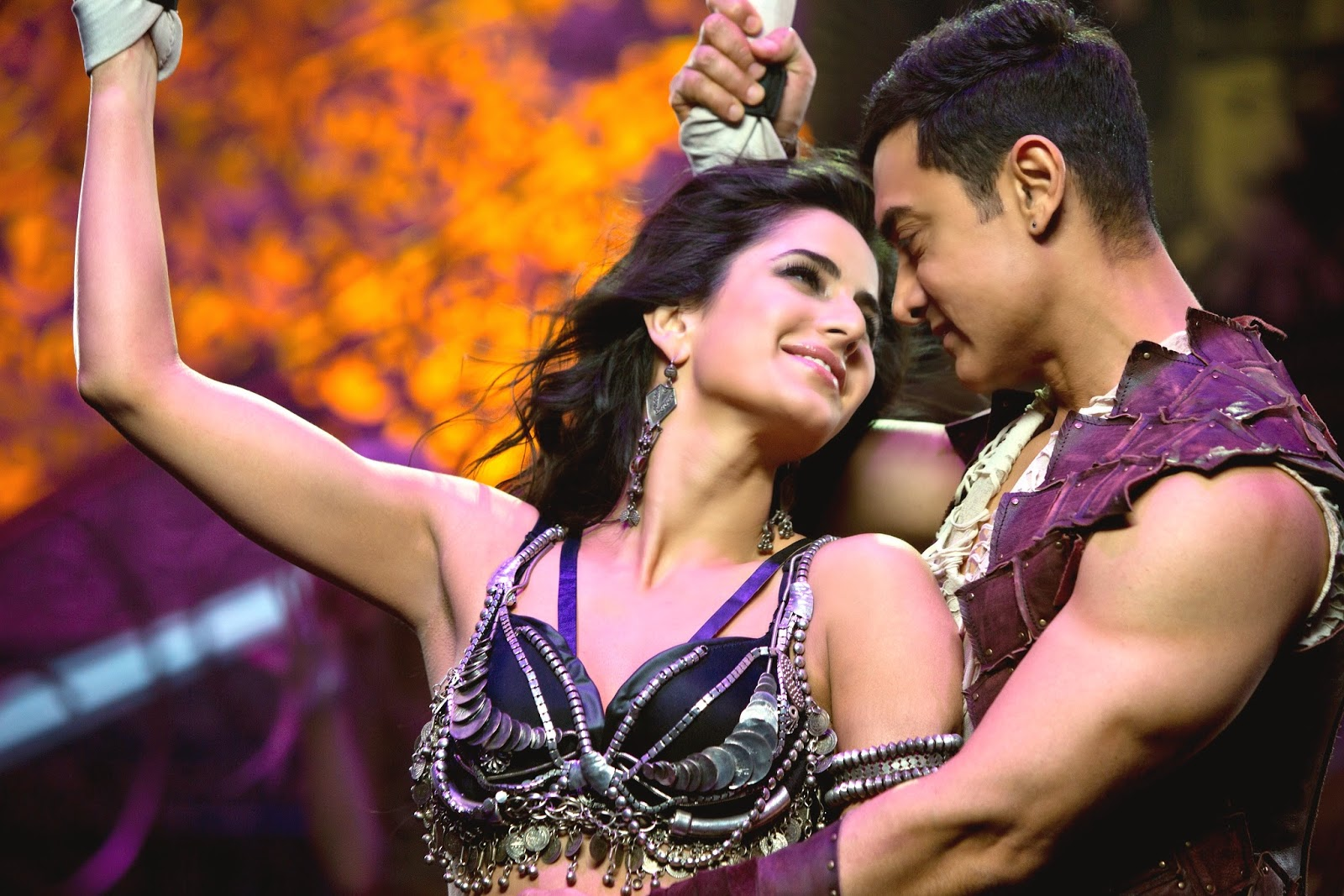 Katrina Kaif  & Aamir Khan in Dhoom 3 wallpapers