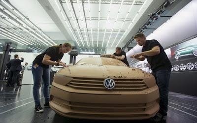 Εισαγγελείς ερεύνησαν τα γραφεία της Volkswagen στο Βόλφσμπουργκ