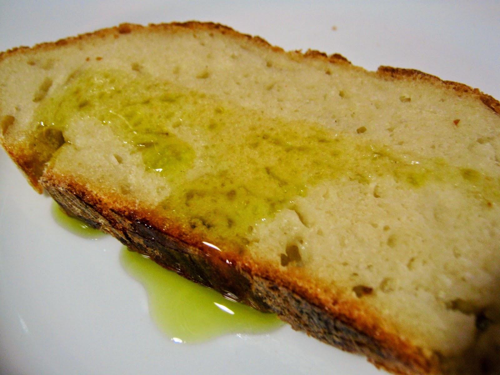 fetta di pane di semola e olio Pignatelli