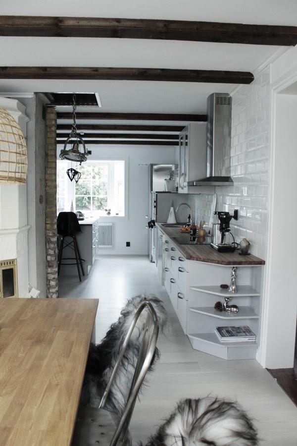 renovering kök, renovering matsal, hth kök, kök 2013, kök i vitt och grått, grått kök, vit parkett i köket, korglampa, gråa köksluckor, industriellt kök, industristil, inredning industri