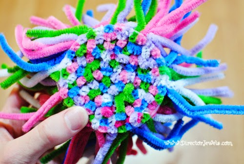 Director Jewels: Sea Anemone Pipe Cleaner Craft for Under the Sea (Octonauts, Bubble Guppies, Little Mermaid) Party. Birthday Ideas at directorjewels.com
