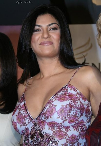 Sushmita Sen Hot Deep Cleavage