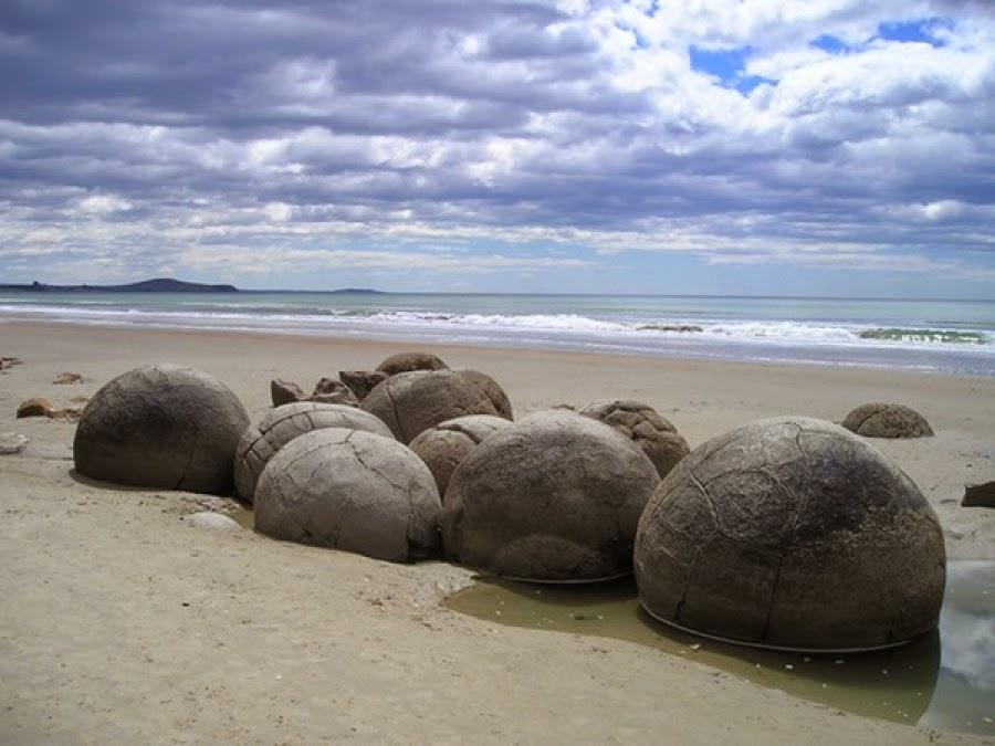 Playa Huevos de Dragón Moeraki Boulders