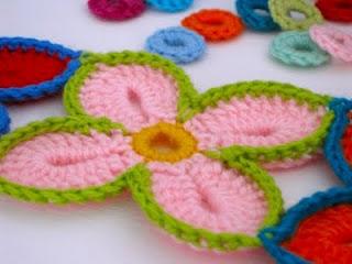 TRICO y CROCHET-madona-mía: FLOR hawaianas para tapetes/alfombras en ...
