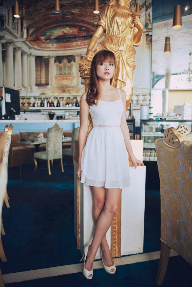 Agneselle lace dress
