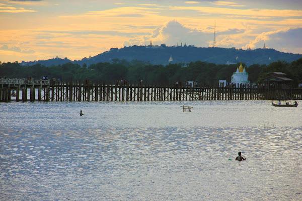 Puente U-Bein a la puesta de sol el mejor recuerdo de Myanmar