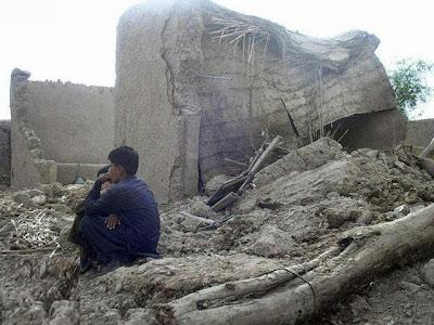MAS DE 250 FALLECIDOS Y 400 HERIDOS POR TERREMOTO EN PAKISTAN