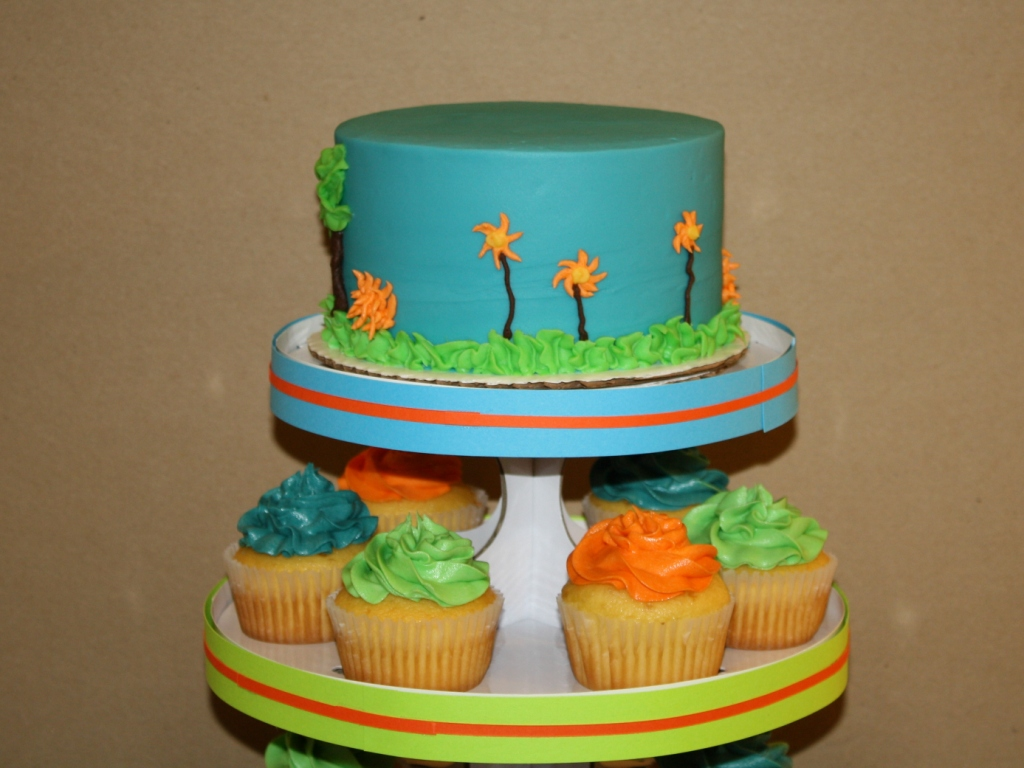 Dinosaur Train Cake Images : Party Cakes: Dinosaur Train Cake & Cupcake Display