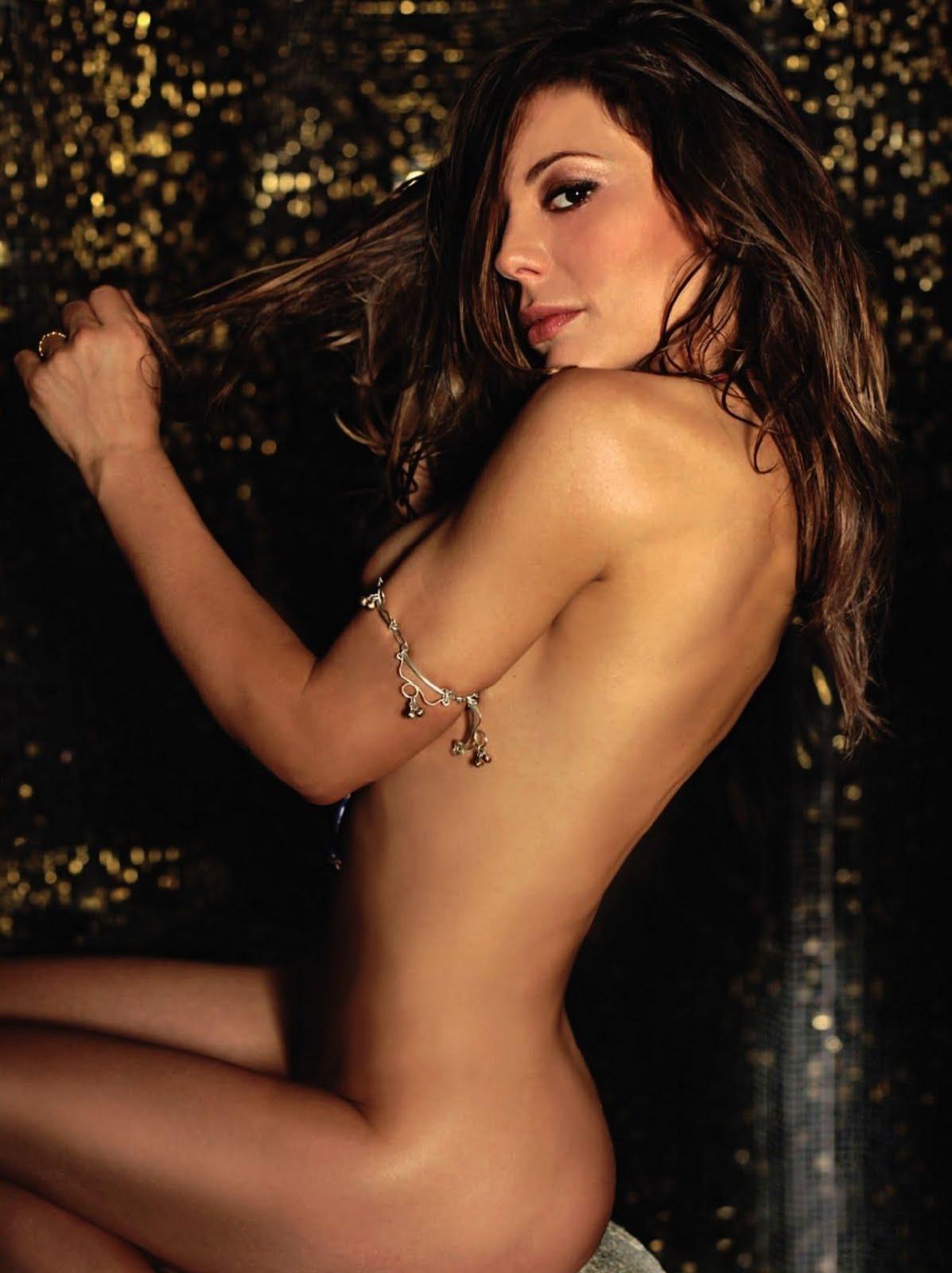 http://1.bp.blogspot.com/--OmgKuC6EwM/TfRI8H2Y86I/AAAAAAAAdS8/l2JFcH3KcZ4/s1600/265035901_Playboy_2011_06_Italy_Scanof_net_074_123_550lo.jpg