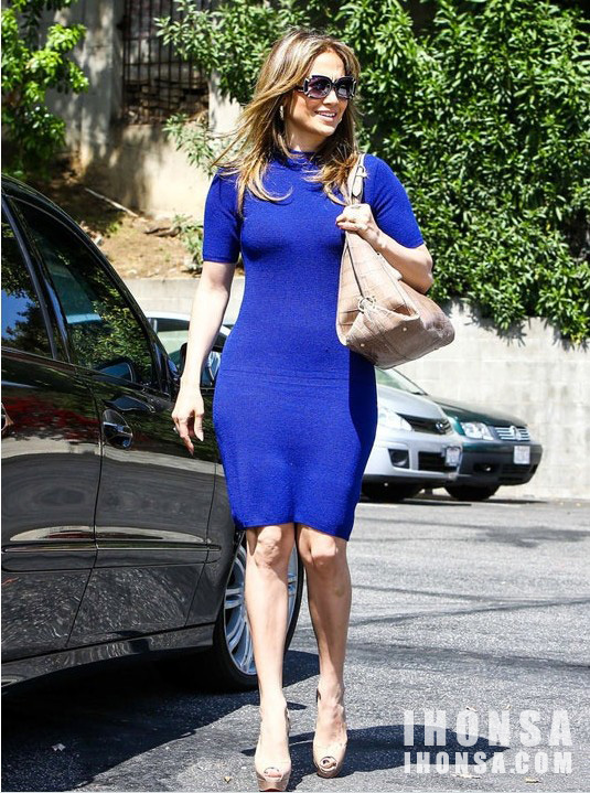 Sapphire blue dress what color shoes