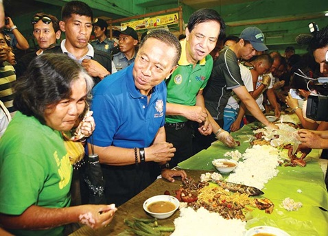 Binay eats with masses
