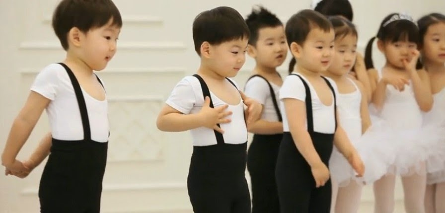 Superman is Back Dae Han Min Guk Man Se ballerino The Return of Superman  Dae Han Min Guk Man Se ballerino Superman Returns triplets Superman is Back  triplets Song Il Gook's Three Suns Korean Entertainment Programs Hui enjoy korea