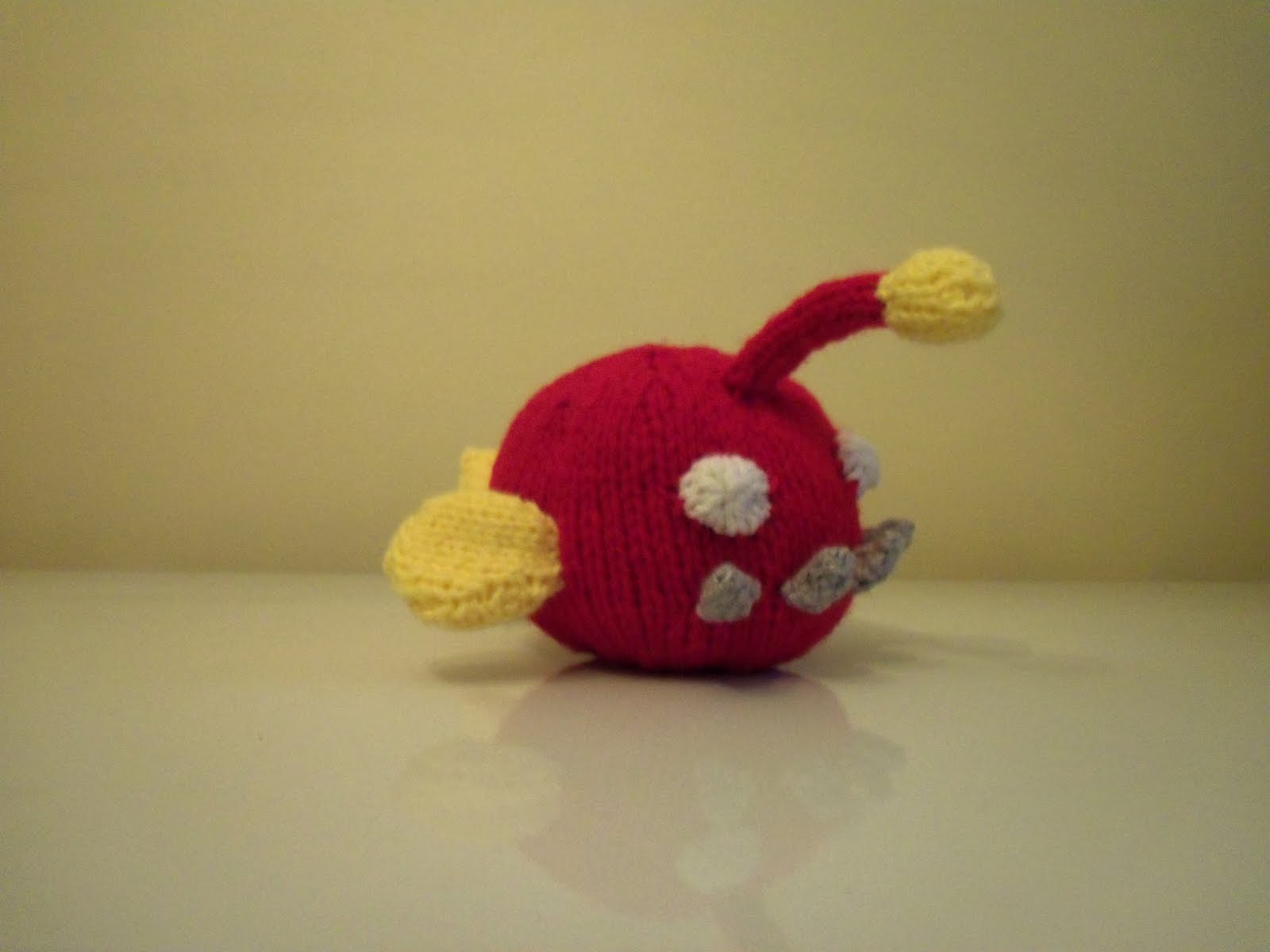 Knit wolf june 2011 for Angler fish toy