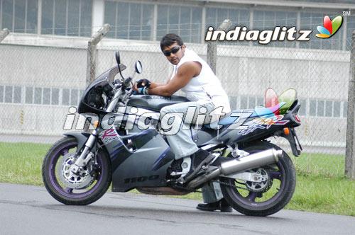 Surya in 'Ghajini' Movie 4