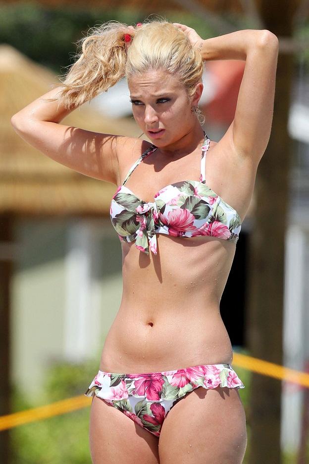 klum-bikini-video-hawaii