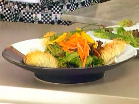Kadayıfa Sarılı Koyun Peyniri Salatası Nasıl Yapılır - Videolu Tarifi