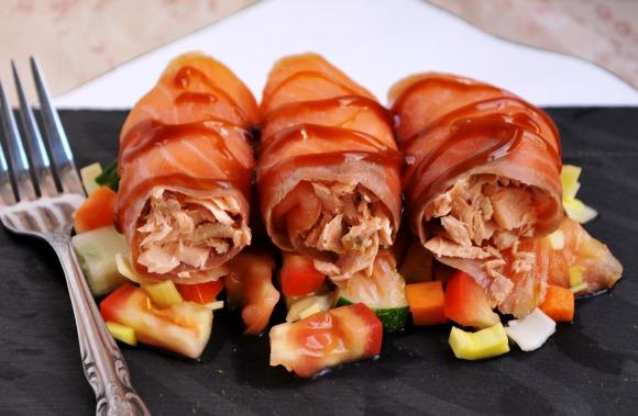 http://pikerita.blogspot.com.es/2011/11/rollitos-de-salmon.html
