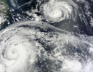 NASA-HQ-Satellitenfoto Taifun SAOLA und Taifun DAMREY, Damrey, Gener, Saola, Taifunsaison 2012, Taifun Typhoon, Hurrikanfotos, Japan, NASA, Taiwan, China, Schanghai, August, 2012,