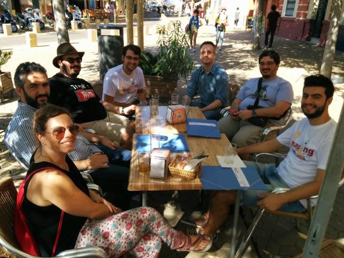 Vountarios Mapping Party Sevilla tomando una cervecita