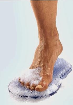 C mo evitar y quitar el mal olor o pecueca en los pies fitness nutrici n y salud - Quitar olor desague bano ...