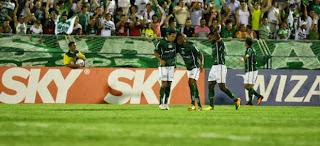 Jogadores do Icasa comemoram o gol da vitória.