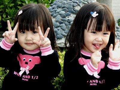 Gambar Anak Kecil Kembar Yang Lucu