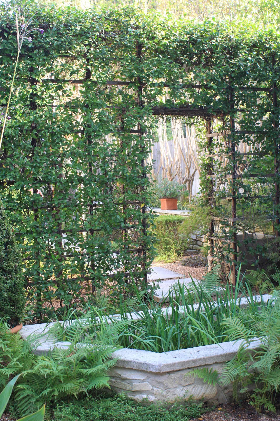 Rock oak deer open days garden tour austin yvonne for Metal garden dividers