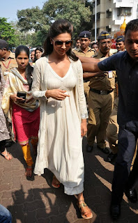 Deepika Padukone Pictures at Siddhivinayak Temple visit in Mumbai    ~ Bollywood and South Indian Cinema Actress Exclusive Picture Galleries