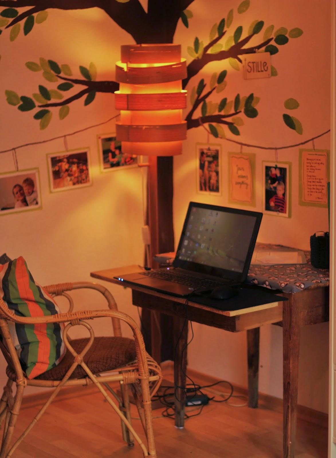 den spatz in der hand geschichten an den w nden. Black Bedroom Furniture Sets. Home Design Ideas