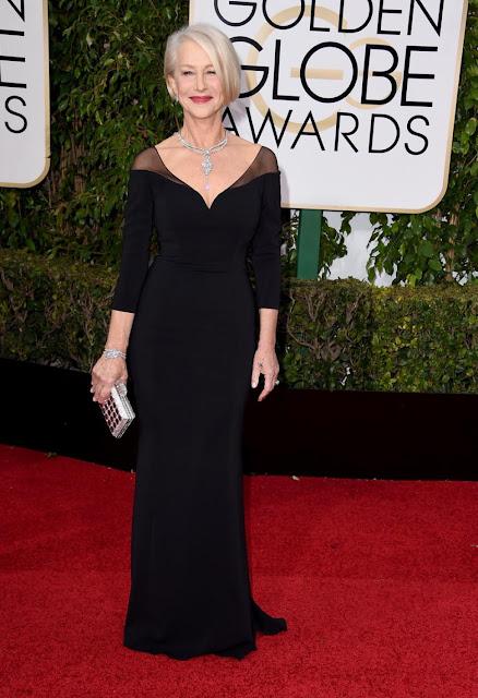 Helen Mirren com um vestido preto de Badgley Mischka